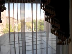 """Вид на гостиницу """"Ширак"""" из окна российского посольства"""